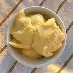 Helado de yogur griego y cerezas